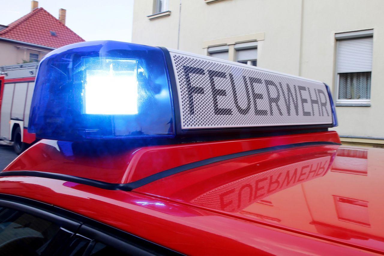 Stadt Dormagenfeuerwehr Dormagen Löscht Brand In Möbelhaus